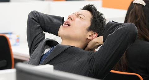職場でのストレスが原因での行動、<br>「寝られなくなった」最多ー「八つ当たり」した人も