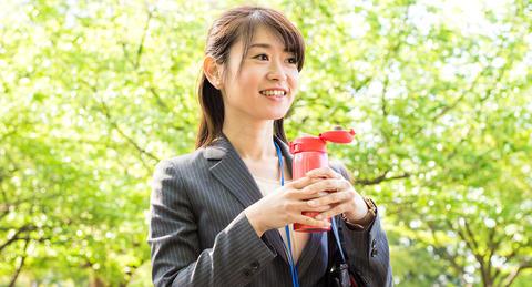 """社会人の""""水分補給""""調査、<br>自由に使える金額の1割を飲料代が占めることが判明!"""