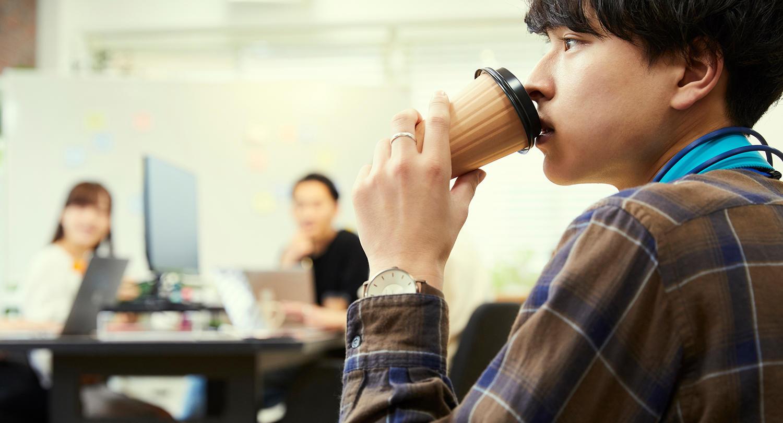 """仕事の""""やる気スイッチ""""を入れる飲み物、<br>男性はコーヒー・女性はお茶が最多"""