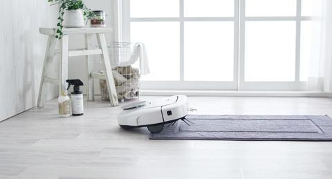 共働き夫婦、8割が「ロボット掃除機で