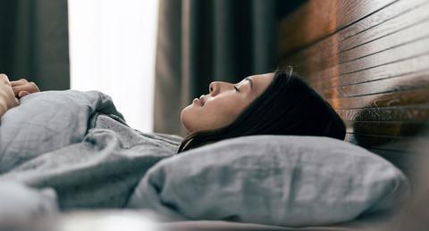 じめじめした季節は睡眠にも悪影響! 湿度指数と睡眠の質の関係