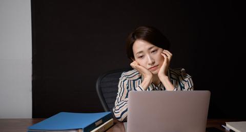 残業代が出ないのは法律違反? とるべき対応と会社と交渉するときのポイント