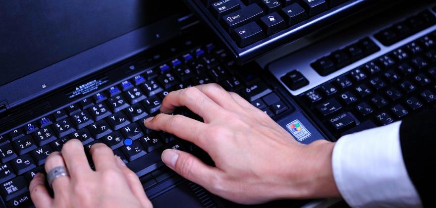 ITのスペシャリスト「ハッカー」、クラッカーとの違いや働き方