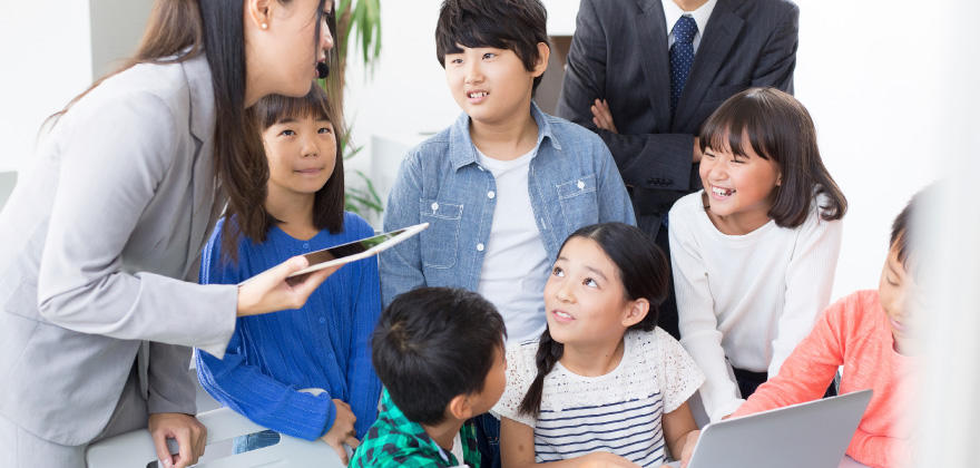 小学校でのプログラミング教育必修化へ--先生を支援するICT支援員がいない!