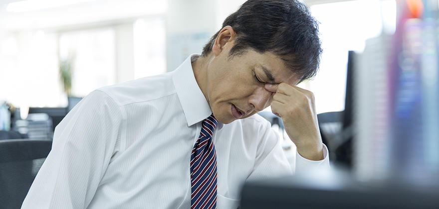 眼精疲労はITエンジニアの職業病? ブルーライトの脅威
