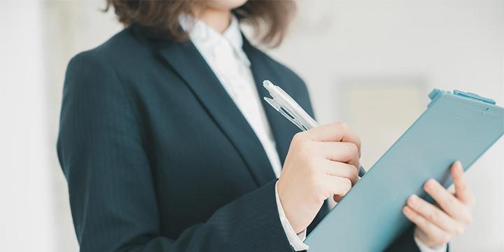 fa927835ef 女性の転職面接のスーツや服装、何が好ましい?|女性の求人・転職に+ ...